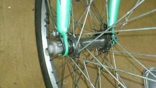 通勤自転車のフロントハブを分解整備