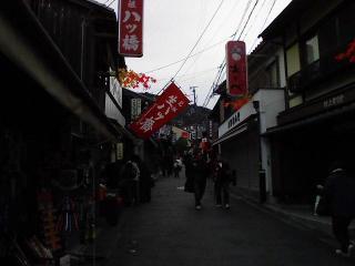 9時前ですが清水寺付近は混雑